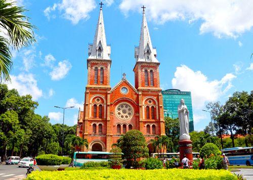 TP. Hồ Chí Minh kiến nghị sửa khẩn cấp mái Nhà thờ Đức Bà - Ảnh 1