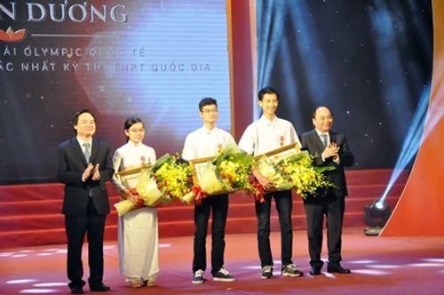 Học sinh đoạt giải Olympic quốc tế nhận Huân chương Lao động hạng ba - Ảnh 1