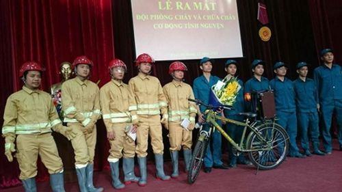 Hậu cháy quán karaoke, quận Cầu Giấy ra mắt Đội PCCC cơ động tình nguyện - Ảnh 1