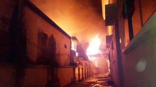 Hà Nội: Hỏa hoạn thiêu rụi xưởng sơn 1000 m2 ở cụm công nghiệp La Phù - Ảnh 1