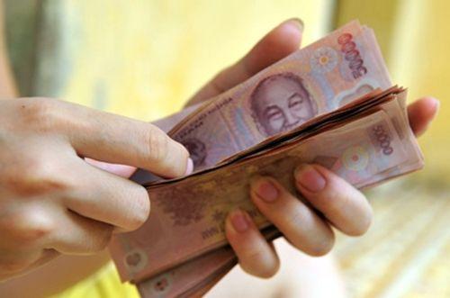 Bộ Nội vụ đề xuất tăng lương cơ sở lên 1.300.000 đồng/tháng - Ảnh 1