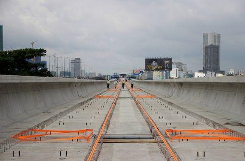 Hợp long cầu vượt sông Sài Gòn của tuyến metro số 1 - Ảnh 1