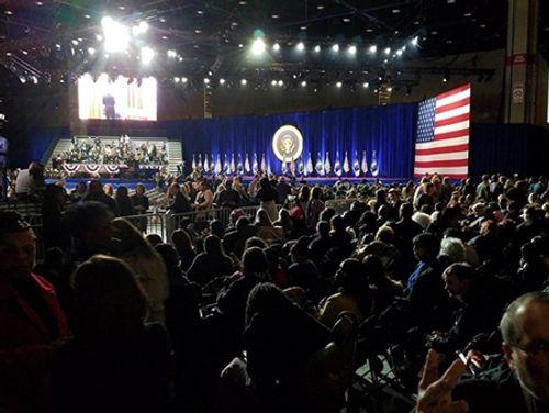 Tổng thống Barack Obama rơi nước mắt khi phát biểu chia tay Nhà Trắng - Ảnh 8