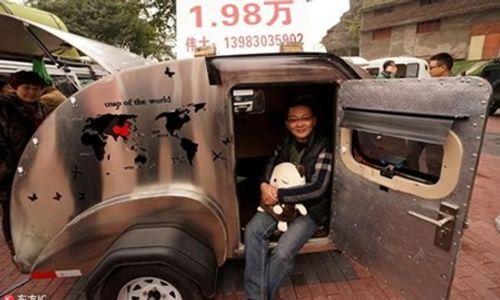 Cận cảnh chiếc ô tô du lịch sang trọng giá 65 triệu đồng - Ảnh 1
