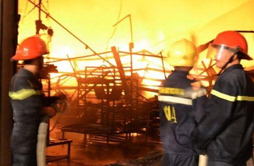 Hàng nghìn m2 nhà kho Công ty Suzuki ở Đồng Nai cháy rụi trong đêm - Ảnh 3