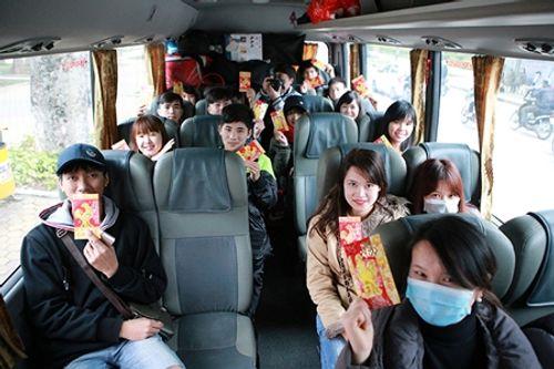 2.000 sinh viên được đi xe miễn phí về quê đón Tết Đinh Dậu - Ảnh 1