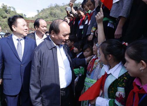 Thủ tướng Nguyễn Xuân Phúc: Không để người dân ăn Tết khó khăn - Ảnh 1