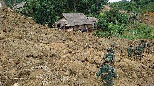 Sạt lở vùi lấp 19 người ở Hòa Bình: Cứu sống 3 người, tìm thấy thi thể 9 nạn nhân - Ảnh 2