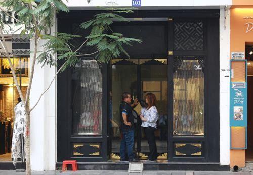 Hàng loạt cửa hàng Khaisilk tìm người thuê lại mặt bằng - Ảnh 1