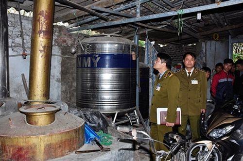 10 ngày kiểm tra, Hà Nội tịch thu gần 30.000 lít rượu lậu - Ảnh 1