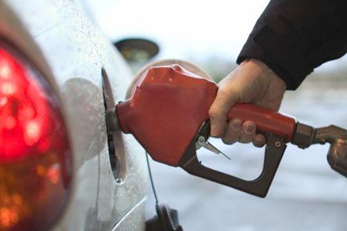 Giá xăng có thể giảm 600 đồng/lít vào ngày mai - Ảnh 1