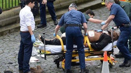 Thủ tướng Anh chỉ cách điểm tấn công khủng bố hơn 30m - Ảnh 1