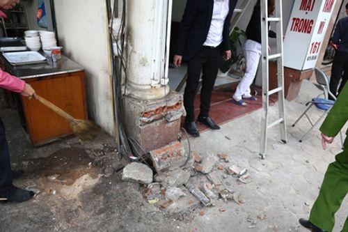 Hà Nội: Cán bộ phường mang búa tạ để dọn vỉa hè Hà Nội - Ảnh 2