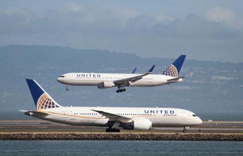 United Airlines mất hơn 200 triệu USD sau vụ kéo hành khách khỏi máy bay - Ảnh 3