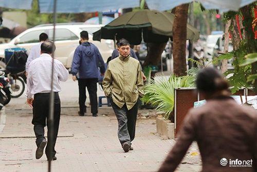 Lạ lẫm: Người Hà Nội mặc áo rét giữa mùa hè - Ảnh 6