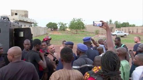 Xả súng tại khu nghỉ dưỡng ở Mali, bắt giữ 36 con tin, 2 người thiệt mạng - Ảnh 1