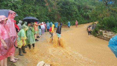 Cảnh báo: Bắc Bộ tiếp tục mưa lớn 2-3 ngày tới, đề phòng ngập lụt, lũ quét - Ảnh 1