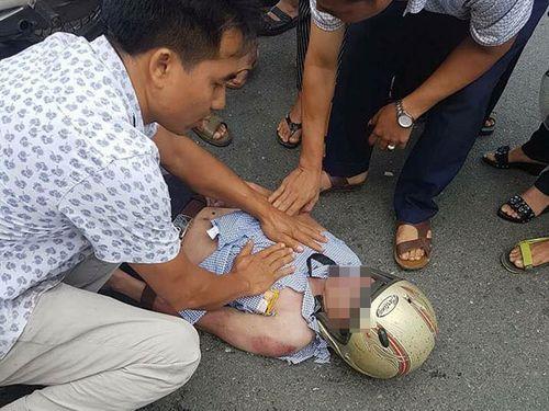 Nam thanh niên ở Vĩnh Phúc bị sét đánh văng xuống đường bất tỉnh - Ảnh 1