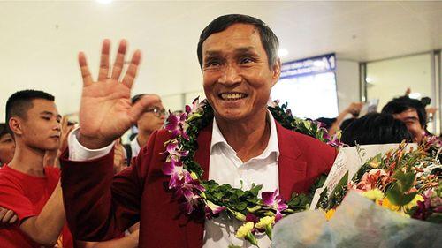 Ông Mai Đức Chung thay HLV Hữu Thắng dẫn dắt đội tuyển Việt Nam - Ảnh 1