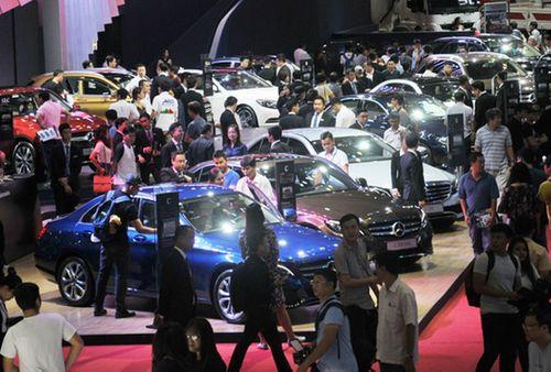 """Nhờ """"cuộc đua"""" giảm giá, thị trường ô tô Việt Nam tháng 8 phục hồi ấn tượng - Ảnh 1"""