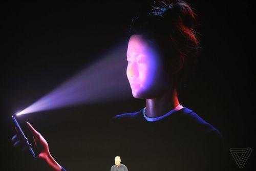 """Tính năng Face ID gặp sự cố trong buổi ra mắt, iPhone X vẫn chưa """"mướt""""? - Ảnh 1"""