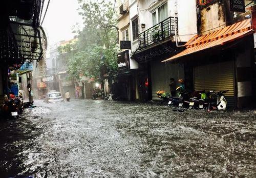 Dự báo thời tiết ngày 8/9: Bão số 9 suy yếu, Hà Nội mưa rào cả ngày - Ảnh 1