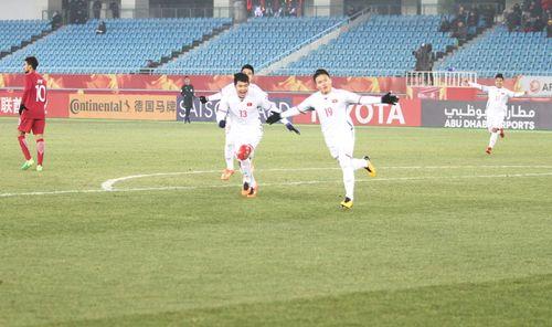 """VNA """"bao"""" trọn gói người thân U23 Việt Nam sang Trung Quốc xem chung kết - Ảnh 1"""
