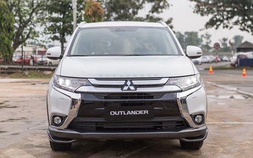 """Mitsubishi Outlander giảm """"sốc"""" 200 triệu, Isuzu xuống giá thêm 114 triệu - Ảnh 1"""