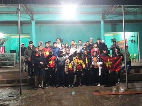 64 người bị lừa đi tour sang Trung Quốc cổ vũ U23 Việt Nam - Ảnh 1