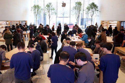 """Apple mở cửa hàng đầu tiên tại quê hương của """"đại kình địch"""" Samsung - Ảnh 2"""
