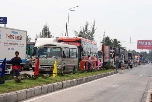 BOT Cần Thơ - Phụng Hiệp ùn tắc 5km vì tài xế phản đối - Ảnh 2