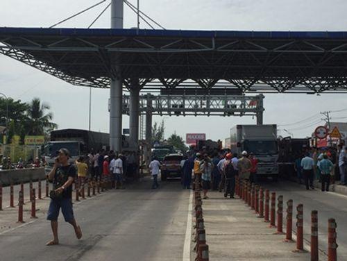 BOT Cần Thơ - Phụng Hiệp ùn tắc 5km vì tài xế phản đối - Ảnh 1