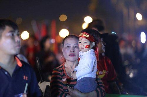Bán kết AFF Cup 2018 Việt Nam 2 -1 Philippines: Công Phượng, Quang Hải lập công - Ảnh 8