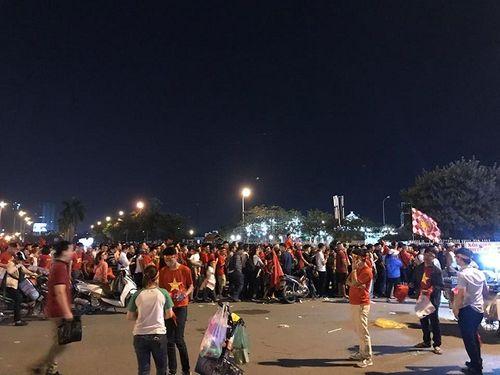 Bán kết AFF Cup 2018 Việt Nam 2 -1 Philippines: Công Phượng, Quang Hải lập công - Ảnh 10