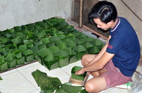 Trắng đêm luộc, gói bánh tại làng làm bánh chưng lớn nhất Đồng Nai - Ảnh 1