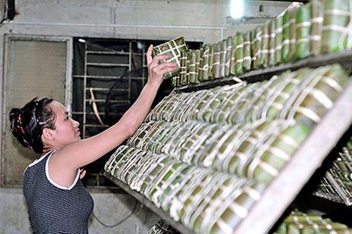 Trắng đêm luộc, gói bánh tại làng làm bánh chưng lớn nhất Đồng Nai - Ảnh 2