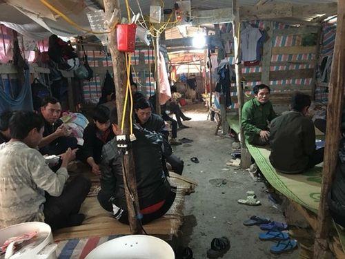 """Hỗ trợ cho 40 công nhân bị cai thầu """"bỏ rơi"""" về quê ăn Tết - Ảnh 1"""