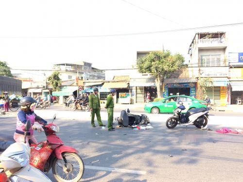 Đà Nẵng: 2 xe máy va chạm kinh hoàng, 3 người nguy kịch - Ảnh 1