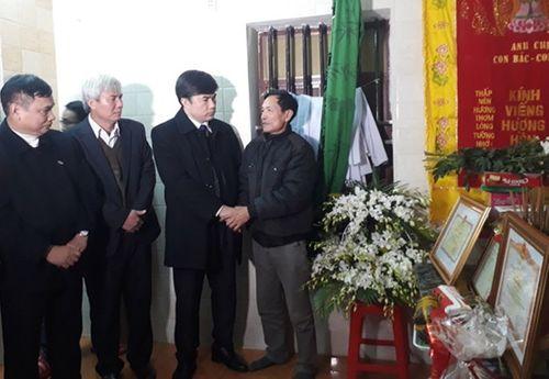 Trao bằng tốt nghiệp danh dự cho nam sinh tử vong khi cứu 3 mẹ con - Ảnh 1
