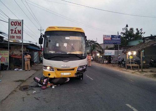 Xe khách gây tai nạn, 3 người thương vong trong sáng 30 Tết - Ảnh 1