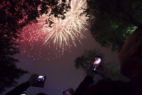 Ngắm màn pháo hoa rực sáng mừng năm mới trên cả nước - Ảnh 11