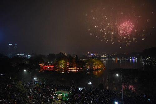 Ngắm màn pháo hoa rực sáng mừng năm mới trên cả nước - Ảnh 3