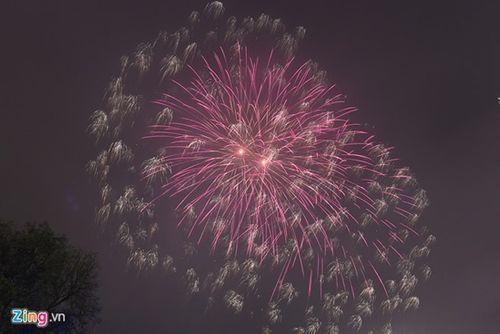 Ngắm màn pháo hoa rực sáng mừng năm mới trên cả nước - Ảnh 5