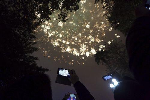 Ngắm màn pháo hoa rực sáng mừng năm mới trên cả nước - Ảnh 6