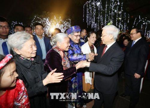 Tổng Bí thư Nguyễn Phú Trọng chung vui cùng người dân Hà Nội chào đón Giao thừa - Ảnh 5