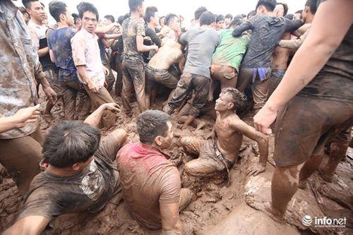 """""""Vỡ trận"""" hội Phết Hiền Quan vì cả trăm trai làng tranh cướp - Ảnh 2"""