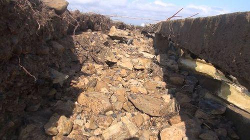 Bờ kè hơn 60 tỷ đồng ở Phú Yên bị sạt lở nghiêm trọng vì sóng đánh - Ảnh 2