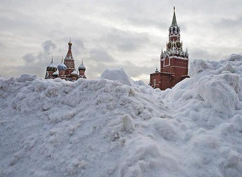 Tuyết rơi dày kỷ lục trăm năm ở Moscow - Ảnh 1