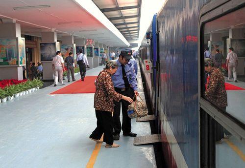 """Đường sắt """"tung chiêu"""" giảm giá 50% hút khách trong mùa du lịch - Ảnh 1"""