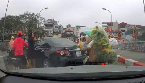 Vụ nữ tài xế ngang nhiên quay xe trên cầu: Tước bằng lái, phạt hơn 1,3 triệu đồng - Ảnh 2